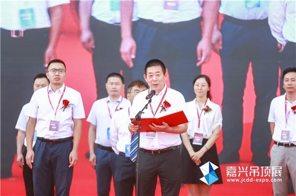 中国建筑装饰装修材料协会副会长兼天花吊顶材料分会会长时沈祥先生致欢迎辞
