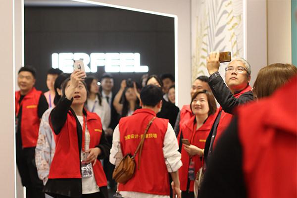 经销商家人们参观爱尔菲新展厅