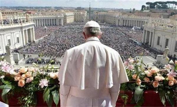 梵蒂冈阳台上的天主教皇